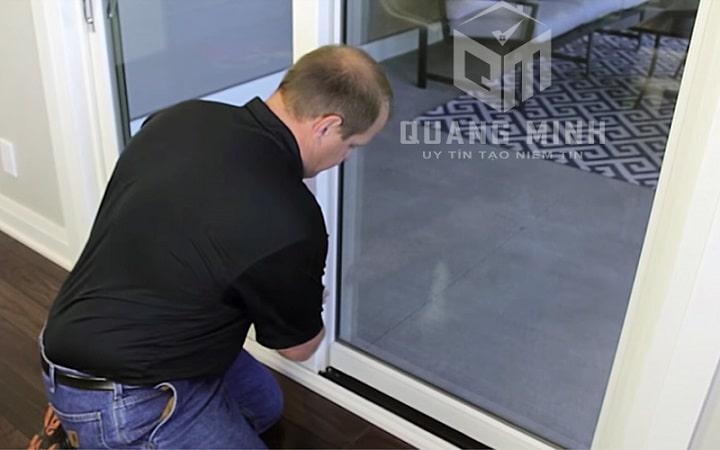 sửa cửa kính khung nhôm (8)
