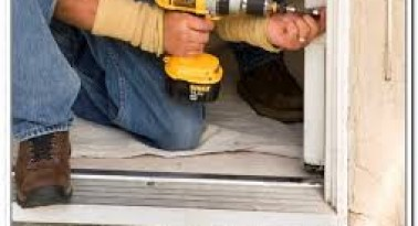 Hướng dẫn sửa chữa cửa kính tại nhà đơn giản, nhanh chóng tiết kiệm chi phí
